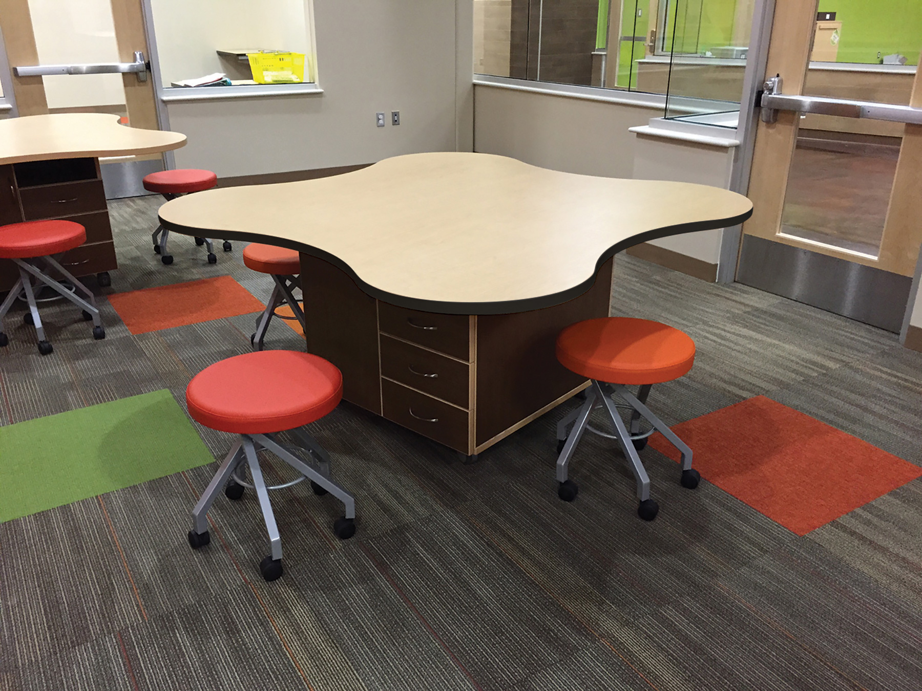 Mediatechnologies® Clover Tables